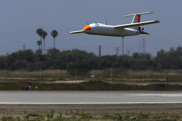 """A Griffon Aerospace Outlaw G2 lands on the runway during """"Black Dart"""", a live-fly, live fire demonstration of 55 unmanned aerial vehicles, or drones, at Naval Base Ventura County Sea Range, Point Mugu, near Oxnard, California July 31, 2015. (Photo by Patrick T. Fallon/Reuters)"""