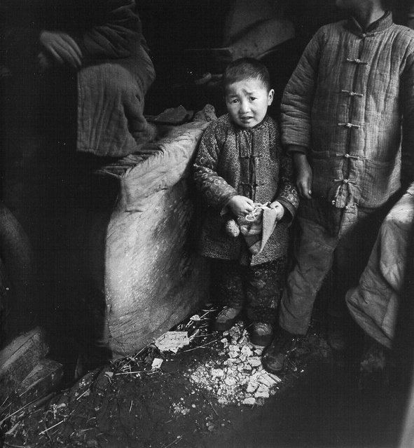 1947年12月,借住在棺材铺的小孩 (In December 1947, staying with the children of the Guan Caipu)