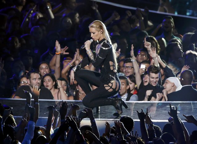 "Iggy Azalea performs ""Black Widow"" during the 2014 MTV Video Music Awards in Inglewood, California August 24, 2014. (Photo by Lucy Nicholson/Reuters)"
