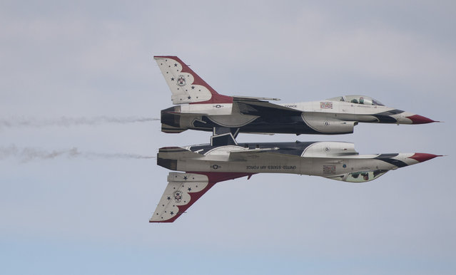 Two US Air Force F-16 Thunderbirds perform during the airshow at Joint Andrews Air Base in Maryland on September 16, 2017. (Photo by Andrew Caballero-Reynolds/AFP Photo)