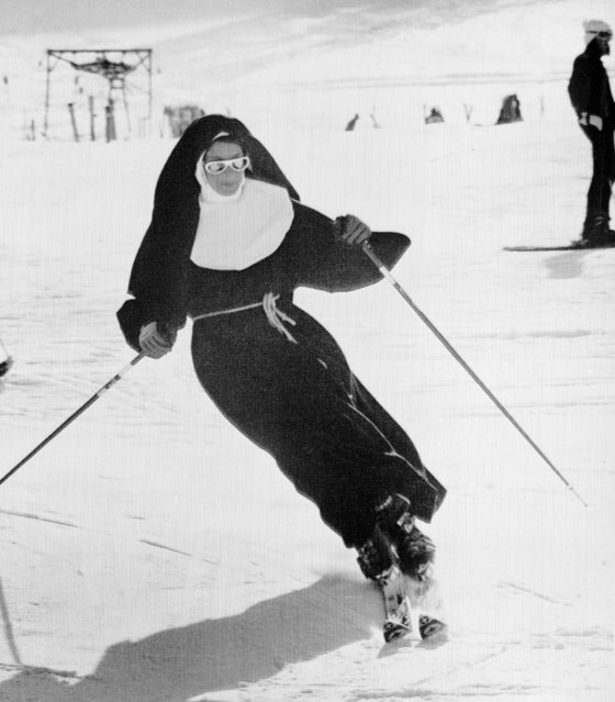 Sister Carolina, a Roman Catholic nun, enjoys a sunny day skiing with perfect style on the snow at Mount Stelvio summer ski resort on the Italian Alps, October 5, 1975. (Photo by AP Photo)
