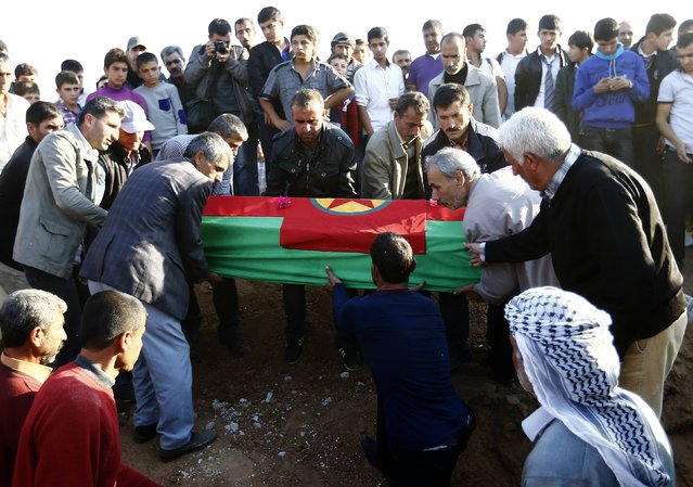 Turkish Kurds carry a coffin during the funeral of Kurdish fighters killed during clashes against Islamic State in the Syrian town of Kobani, at a cemetery in the southeastern town of Suruc, Sanliurfa province in this October 24, 2014 file photo. (Photo by Kai Pfaffenbach/Reuters)
