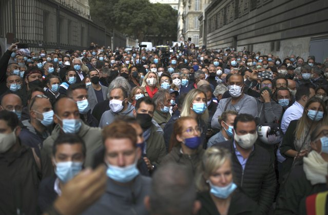 Angry restaurant and bar owners demonstrate in Marseille, southern France, Friday September 25, 2020 to challenge a French government order to close all public venues as of Saturday to battle resurgent virus infections. The protesters, and local officials in France's second-biggest city, are also threatening legal action, to try to block the order via the courts. They argue that Marseille's virus case rise has been stabilizing, and that the central government in Paris is unfairly singling out Marseille for the toughest virus measures in the nation. (Photo by Daniel Cole/AP Photo)