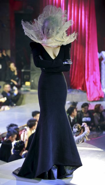A model presents a creation from Hu Sheguang and Huqiu Bridal City Collection at China Fashion Week S/S 2016 in Beijing, October 29, 2015. (Photo by Kim Kyung-Hoon/Reuters)