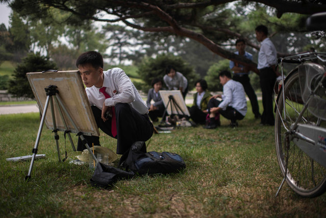 North Korean students take part in a painting workshop in a park in Pyongyang on September 27, 2016. (Photo by Ed Jones/AFP Photo)