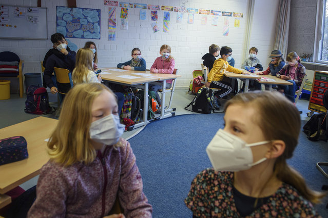 """Pupils attend a lesson at the """"Russee"""" elementary school in Kiel, northern Germany, Monday, February 22, 2021. Elementary schools and kindergartens in more than than half of Germany's 16 states reopened Monday after two months of closure due to the coronavirus pandemic. The move comes despite growing signs that the decline in case numbers in Germany is flattening out again and even rising in some areas. (Photo by Gregor Fischer/dpa via AP Photo)"""