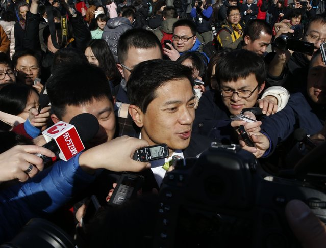 Baidu Inc. Chairman and Chief Executive Robin Li is surrounded by the media as he arrives to attend the opening session of the Chinese People's Political Consultative Conference (CPPCC), at Tiananmen Square in Beijing March 3, 2015. REUTERS/Kim Kyung-Hoon