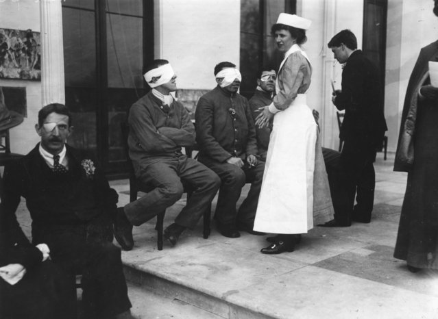 Blinded British soldiers recuperate at St Dunstans, Regents Park, London, circa 1916. (Photo by Hulton Archive/Getty Images)