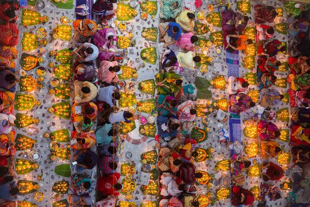 Hindus gather in front of Shri Shri Lokenath Brahmachari Ashram temple for the Kartik Brati religious festival, involving candlelight and prayer in Dhaka, Bangladesh on November 2, 2018. (Photo by Zakir Hossain Chowdhury/Barcroft Images)