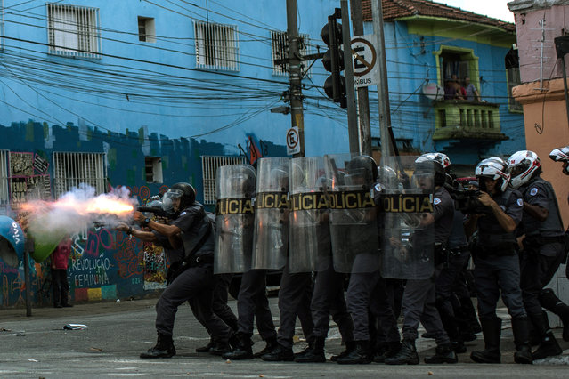 """Military tactical police officers advance on suspected drug users in the region known as """"Cracolandia"""" on February 23, 2017 in Sao Paulo, Brazil.  In an area of Brazil where drug abuse and violence has taken over the district, the government has introduced street clearance operations by police to remove the crack users. (Photo by Victor Moriyama/Getty Images)"""