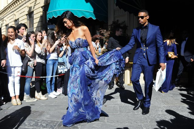 Unidentified guests walk out of the hotel for the wedding of Kim Kardashian and Kanye West, on May 24, 2014. (Photo by Maurizio Degl' Innocenti/European Pressphoto Agency)