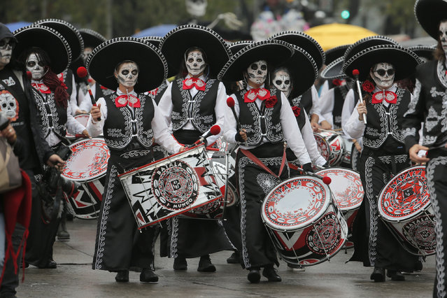 Performers participate in the Day of the Dead parade in Mexico City, Saturday, November 2, 2019. (Photo by Ginnette Riquelme/AP Photo)