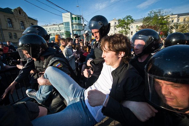 Anti-Putin Protestors Clash With Police In Moscow