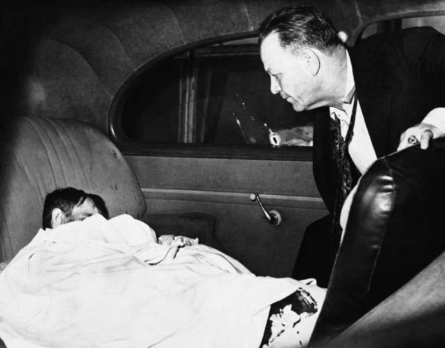 "Detective Joseph Vigurie of New Orleans views the crumpled body of Willie Stevens confessed rapist of little girls, who was shot and killed in the rear seat of a police car, September 1, 1943 in New Orleans, La. while fighting with Vigurie and screaming ""I want to die"". Stevens was killed by Vigurie, who was exonerated by his superiors. (Photo by AP Photo)"