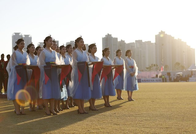 Hostesses are seen during the medal ceremony for both Sri Lanka and Afghanistan at the men's Twenty20 cricket at Yeonhui cricket ground during the 17th Asian Games in Incheon October 3, 2014. (Photo by Olivia Harris/Reuters)