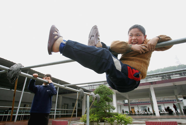 Chinese kids play at an assistance center February 23, 2005 in Shenzhen, Guangdong Province, China. (Photo by Cancan Chu/Getty Images)