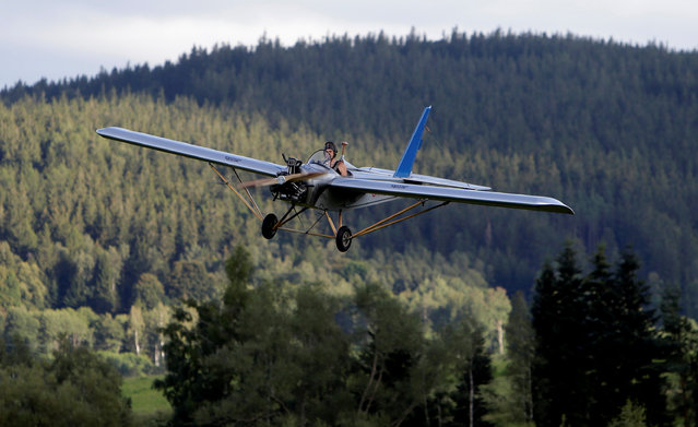Aviator Frantisek Hadrava pilots Vampira, an ultralight plane based on the U.S.-design of light planes called Mini-Max, near the village of Zdikov, Czech Republic, August 23, 2016. (Photo by David W. Cerny/Reuters)