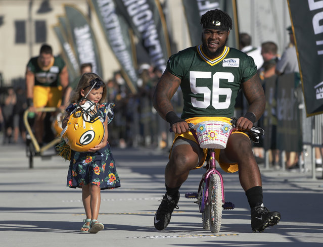 Green Bay Packers' Johnathan Calvin rides a bike to NFL football training camp on July 27, 2017, in Green Bay, Wis. (Photo by Morry Gash/AP Photo)
