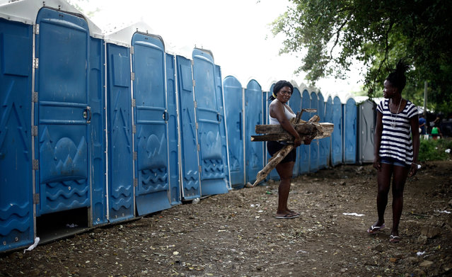 An African migrant stranded in Costa Rica carries firewood in a makeshift camp at the border between Costa Rica and Nicaragua, in Penas Blancas, Costa Rica,  September 8, 2016. (Photo by Juan Carlos Ulate/Reuters)