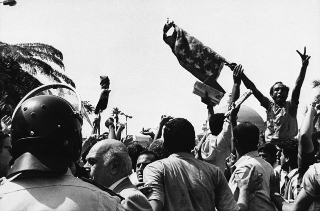 Demonstrators protesting the Israeli raid on Tunis burned the American flag in front of Cairo University on October 5, 1985, and a few hundred yards away from the Israeli embassy. Thousands of students and some opposition party leaders joined in the demonstration which quietly dispersed hours later. (Photo by AP Photo)