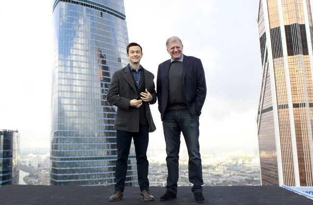 """Director Robert Zemeckis (R) and cast member Joseph Gordon-Levitt pose for a picture during a photocall for the film """"The Walk"""" at Moscow International Business Center also known as """"Moskva-City"""" in the capital Moscow, Russia, October 8, 2015. (Photo by Ivan Burnyashev/Reuters)"""