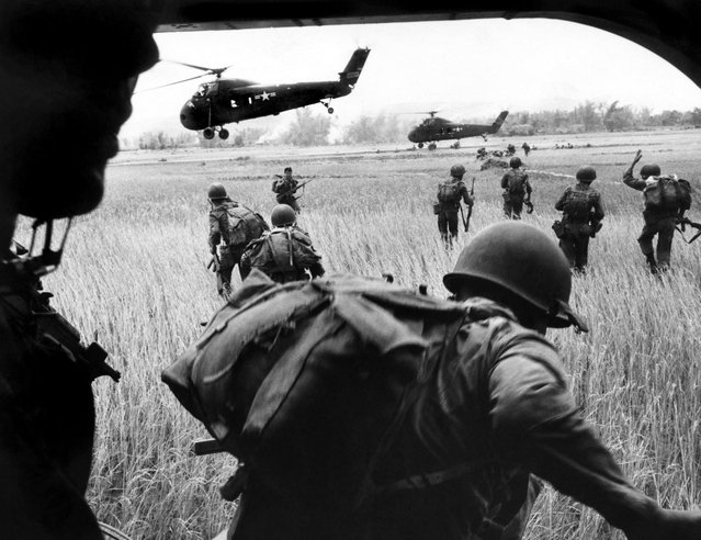 The view from inside Marine helicopter Yankee Papa 13, Vietnam, March 1965. (Photo by Larry Burrows/Time & Life Pictures)