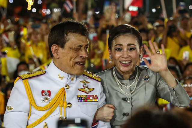 Thailand's King Maha Vajiralongkorn and Queen Suthida wave to supporters outside the Grand Palace in Bangkok on November 1, 2020 after presiding over a religious ceremony at a Buddhist temple inside the palace. (Photo by Jack Taylor/AFP Photo)