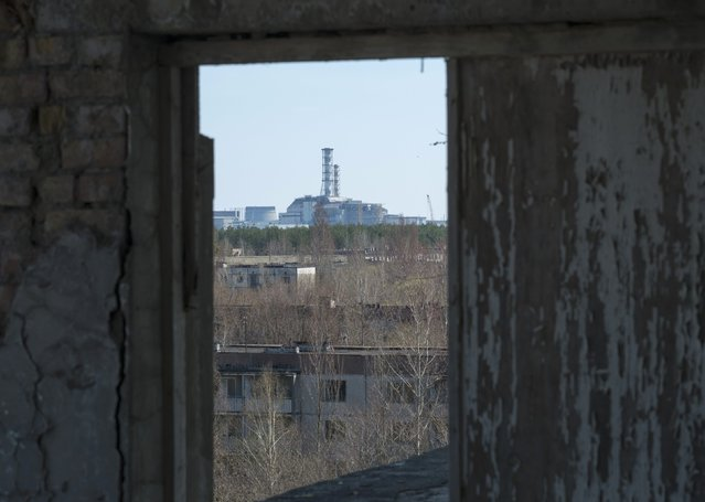 A containment shelter for the damaged fourth reactor at the Chernobyl Nuclear Power Plant is seen from Ukraine's abandoned town of Pripyat April 23, 2013. Ukraine will mark the 27th anniversary of the Chernobyl disaster, the world's worst civil nuclear accident, on April 26. (Photo by Gleb Garanich/Reuters)