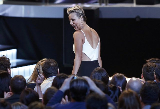 Kaley Cuoco-Sweeting reacts as she takes the stage after winning for favorite comedic TV actress during the 2015 People's Choice Awards in Los Angeles, California January 7, 2015. (Photo by Mario Anzuoni/Reuters)