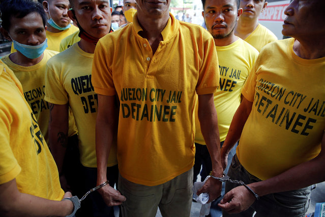 Inmates are handcuffed to each other as they are brought back from hearings to Quezon City Jail in Manila, Philippines October 19, 2016. (Photo by Damir Sagolj/Reuters)