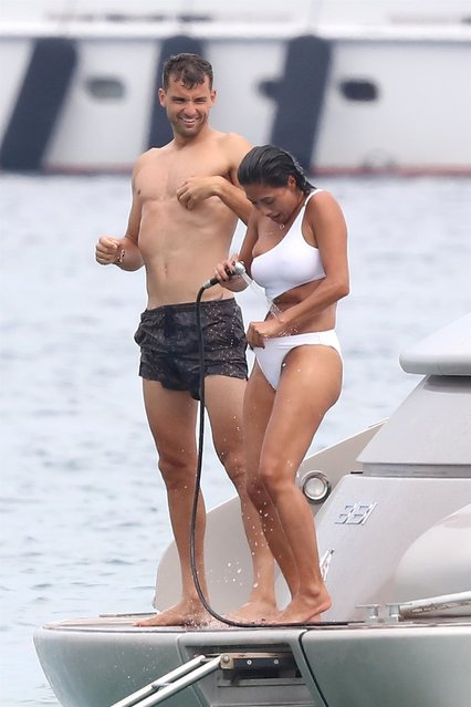 Nicole Scherzinger and her companion Grigor Dimitrov went to lunch at Club 55 and took an annex to join their boat in Saint-Tropez, France on July 22 , 2018. Very accomplices, they have fun, bath, take pictures and kiss during their holidays in Saint-Tropez. (Photo by Backgrid UK)