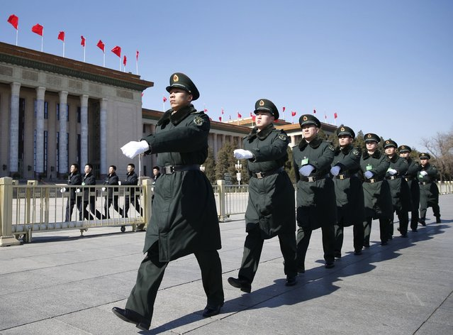 Soldiers from China's People's Liberation Army (PLA) march ahead of the opening session of Chinese People's Political Consultative Conference (CPPCC) at Tiananmen Sqaure in Beijing, March 3, 2015.  REUTERS/Kim Kyung-Hoon