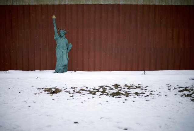 A scaled down version of the Statue of Liberty is seen on the side of the road in Jewell, Iowa, United States, January 16, 2016. (Photo by Jim Young/Reuters)