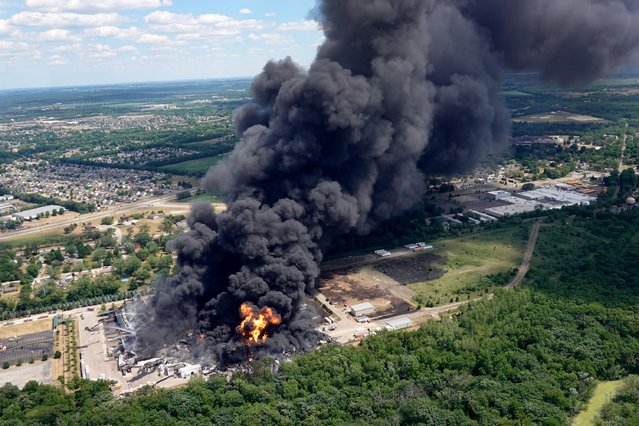 Smoke billows from an industrial fire at Chemtool Inc. on June 14, 2021 in Rockton, Illinois. The chemical fire at the plant, which produces lubricants, grease products and other industrial fluids, has prompted local evacuations. (Photo by Scott Olson/Getty Images)