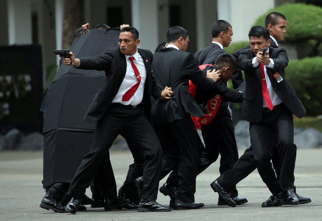 Members of the Indonesian Presidential Security Forces (Paspampres) show their skills during the simulation of a terrorist attack in Jakarta, Indonesia, 29 December 2016. According to reports in local media the Indonesian security forces have already arrested 21 terrorists suspects and fatally shot five of them, who were allegedly planning attacks in the Indonesian capital during the Christmas and New Year's Eve celebrations this year. The presentation was shown on the occasion of a visit by Indonesian President Joko Widodo and a delegation to the Paspampres  headquarters in Jakarta. (Photo by Bagus Indahono/EPA)