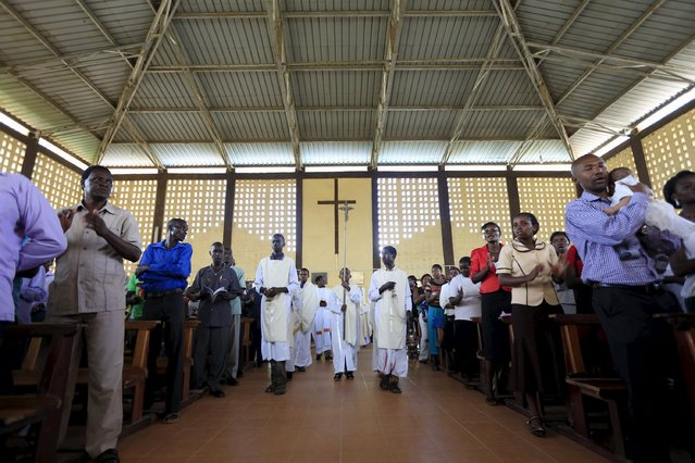 Catholic faithful join an Easter Sunday service at the Catholic Church in Garissa April 5, 2015. (Photo by Noor Khamis/Reuters)