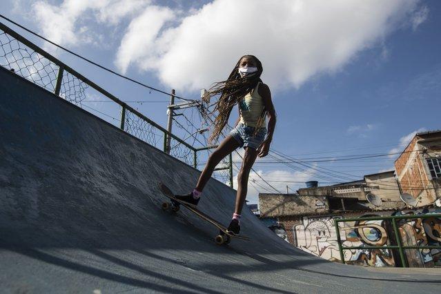 "A girl takes a skateboard class from the NGO ""CDD Skate Arte"", at a public skate park in the City of God favela of Rio de Janeiro, Brazil, Thursday, August 5, 2021. (Photo by Bruna Prado/AP Photo)"