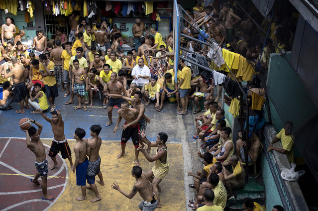 Inmates play basketball in the Quezon City jail in suburban Manila on September 25, 2018. Personnel from the Bureau of Jail Management and Penology (BJMP) and 900 inmates of the Quezon City jail, 20 percent of the jail' s population, were subjected to drug testing to check if any personnel or inmates had access to illegal drugs in the jail. (Photo by Noel Celis/AFP Photo)