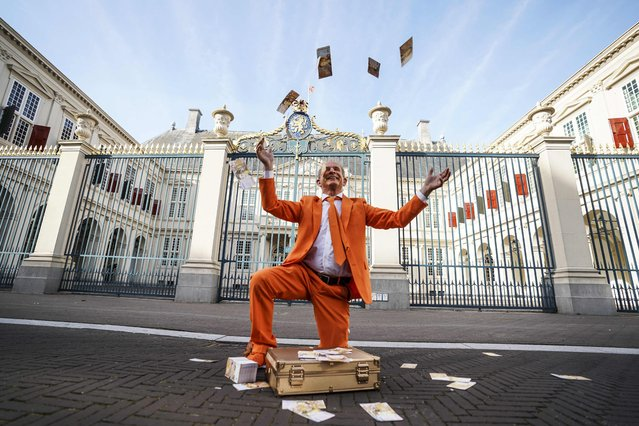 """Oranjefan Johan Vlemmix performs outside Noordeinde Palace on the occasion of """"Prinsjesdag"""", on September 21, 2021 in The Hague. Prinsjesdag is the day on which the reigning monarch of the Netherlands addresses a session of the States-General of the Netherlands to give a speech setting out the main features of government policy for the coming parliamentary session. (Photo by Jeroen Jumelet/ANP/AFP Photo)"""