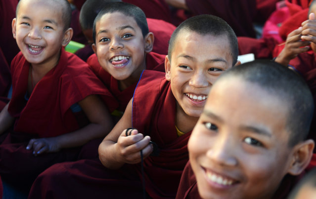 Young Buddhist monks participate in a special religious teaching prayer attended by the Tibetan spiritual leader, The Dalai Lama during the Kalachakra event at Bodhgaya on January 6, 2017. (Photo by Dibyangshu Sarkar/AFP Photo)