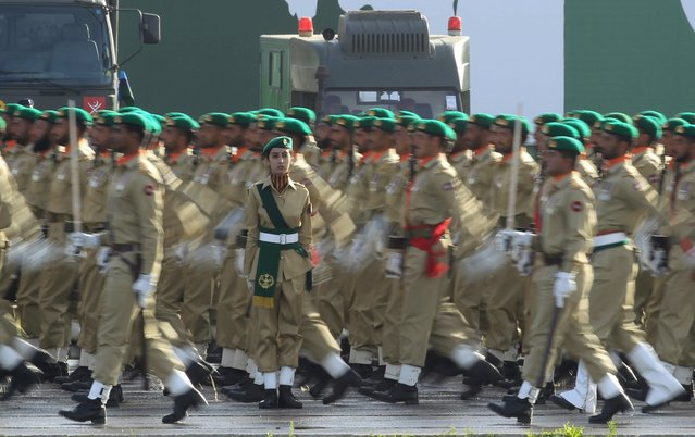 Pakistani soldiers march during the Pakistan Day parade in Islamabad, Pakistan, March 23, 2016. (Photo by Faisal Mahmood/Reuters)