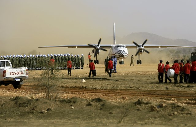 A guard of honour waits to welcome Sudanese President Omar Hassan al-Bashir during a peace campaign rally in Zalingei airport in Darfur, April 3, 2016. (Photo by Mohamed Nureldin Abdallah/Reuters)