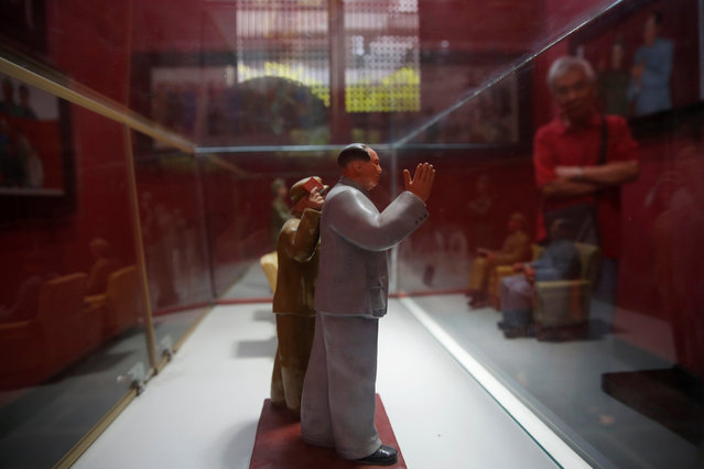 A visitor looks at porcelain figures of the late Chinese Chairman Mao Zedong at an exhibition hall at Jianchuan Museum Cluster in Anren, Sichuan Province, China, May 13, 2016. (Photo by Kim Kyung-Hoon/Reuters)
