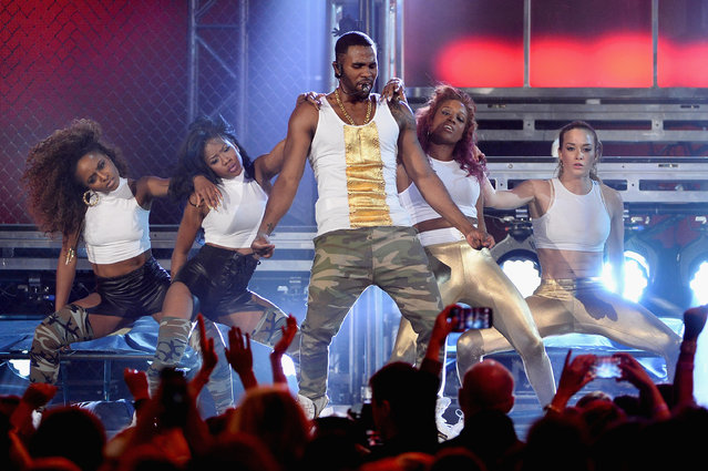 Singer Jason Derulo (center) performs onstage during the 2014 Billboard Music Awards at the MGM Grand Garden Arena on May 18, 2014 in Las Vegas, Nevada. (Photo by Ethan Miller/Getty Images)
