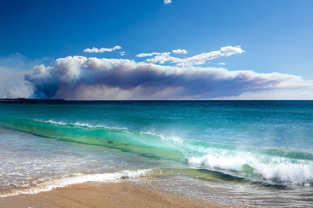 Smoke rises above the horizon near Tuncurry, New South Wales, Australia, 09 November 2019. Two people have been killed and seven others are msising due to bushfires in New South Wales, which have also destroyed at least 100 homes. (Photo by Shane Chalker/EPA/EFE)