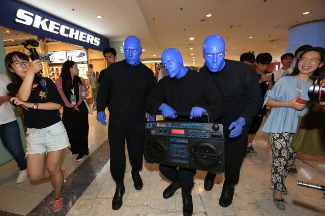 Blue Man Group is seen at a shopping mall as they give performances in Shanghai,China, July 14, 2016. (Photo by Reuters/Stringer)