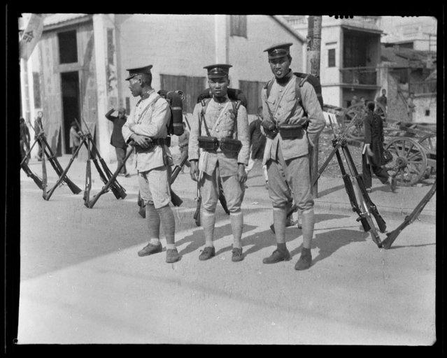 Soldiers. China, Guangzhou, 1917-1919. (Photo by Sidney David Gamble)