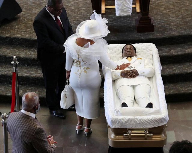 Tomika Miller, the wife of Rayshard Brooks, touches her husband goodbye during a family visit just before a public viewing begins at Ebenezer Baptist Church on Monday, Jun 22, 2020 in Atlanta. An Atlanta police officer was charged with murder last week for shooting a 27-year-old Brooks in the back, justice officials announced, in the latest case to spark anger over police killings of African Americans. Rayshard Brooks' shooting came less than three weeks after a Minneapolis police officer's killing of handcuffed African American George Floyd on May 25 fuelled a national uproar over racism and police brutality. (Photo by Curtis Compton/AFP Photo/Pool)