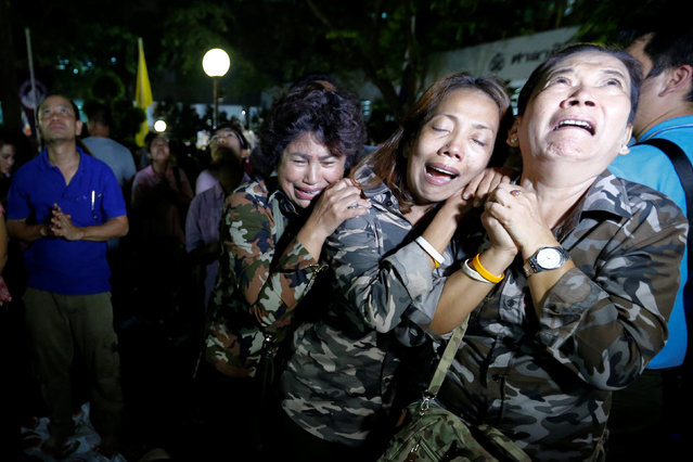People weep after an announcement that Thailand's King Bhumibol Adulyadej has died, at the Siriraj hospital in Bangkok, Thailand, October 13, 2016. (Photo by Chaiwat Subprasom/Reuters)