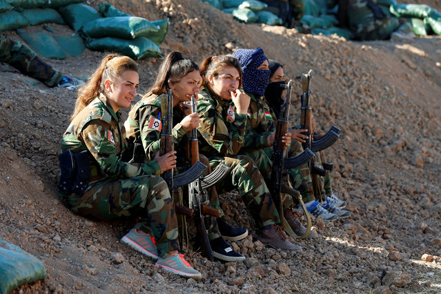 Iranian-Kurdish female fighters hold their weapons during a battle with Islamic State militants in Bashiqa, near Mosul, Iraq on November 3, 2016. (Photo by Ahmed Jadallah/Reuters)